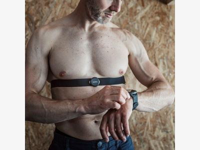 ss050581000-suunto_smart_heart_rate_belt_in_use.jpg